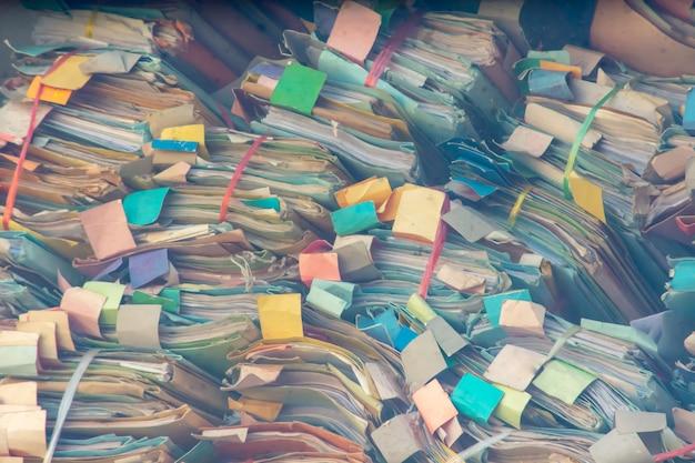 Dossiê colorido feito de papel empilhável