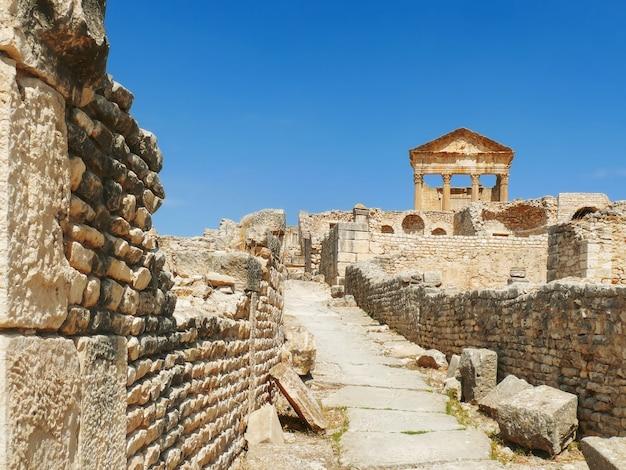 Dougga, ruínas romanas. património mundial da unesco na tunísia.