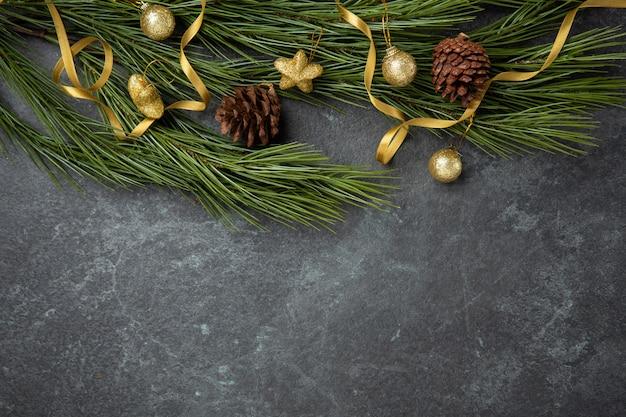 Dourado, natal, comemorar, decorativo, com, dourado, fita vermelho, bola, apartamento, colocar, vista superior