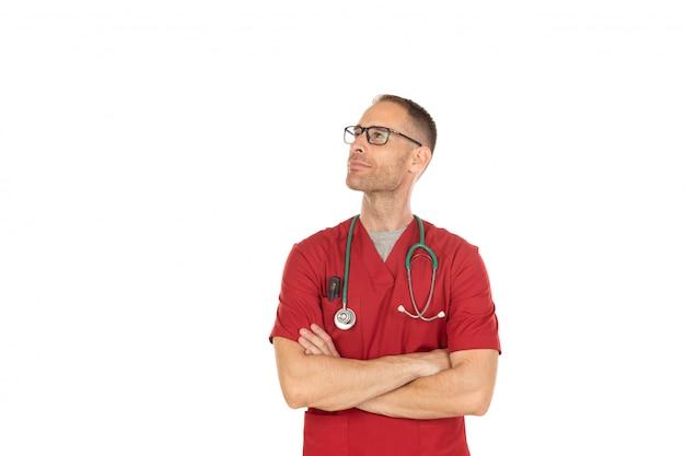 Doutor bonito pensativo com óculos