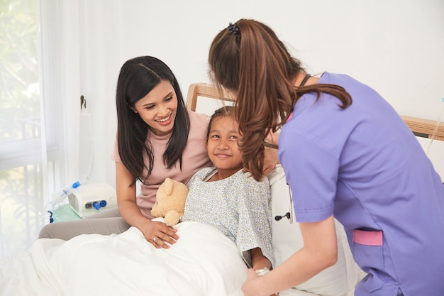 Doutor, criança, mãe, hospitalar