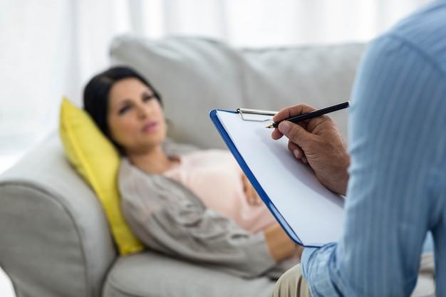 Doutor, escrita, ligado, área de transferência, enquanto, consultar, mulher grávida, casa