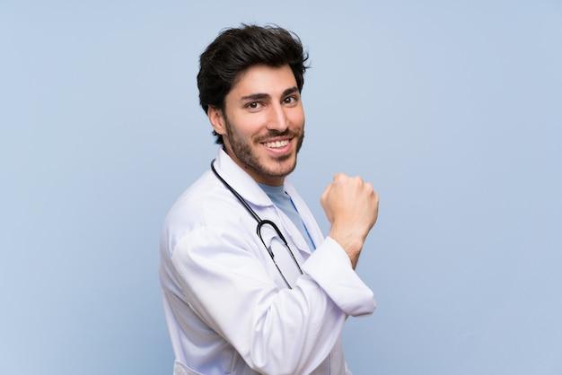 Doutor, homem, celebrando, um, vitória