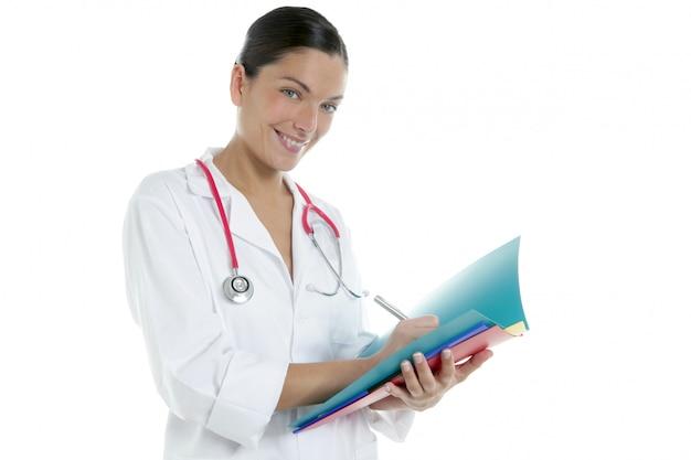 Doutor mulher bonita com pastas coloridas