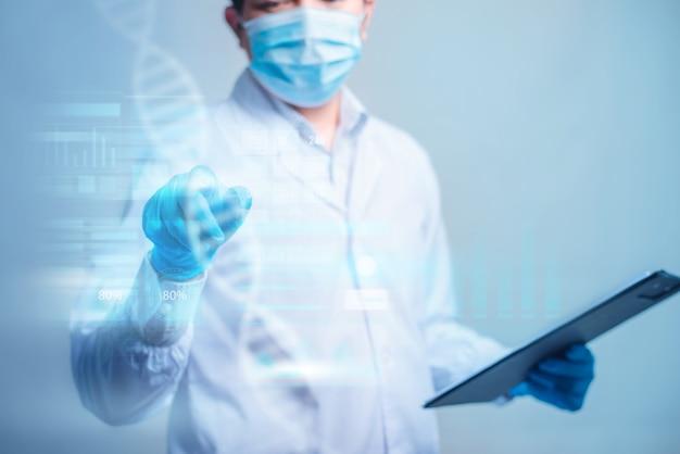 Doutor segurando um documento e toque na interface futurista digital tecnológica do hud. inovador no conceito de ciência e medicina.