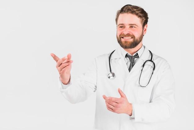 Doutor, sorrindo, e, apontar