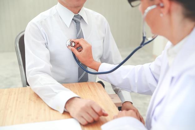 Doutor, verificar, macho, paciente, batida coração