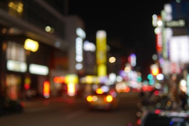 Downtown paisagem urbana bokeh à noite com luz em taiwan como atração de turismo
