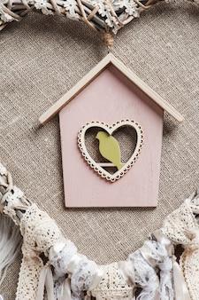 Dreamcatcher em forma de coração com pássaro