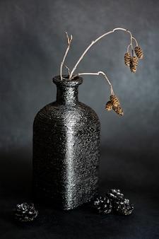 Dreid ramo em vaso de garrafa quadrada preta