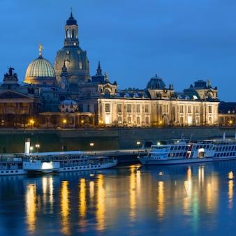 Dresden, à noite, skyline, com, frauenkirche