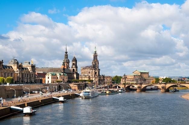 Dresden do outro lado do rio elba