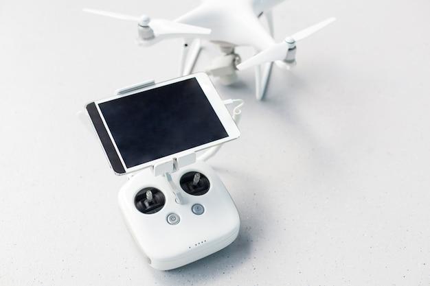 Drone com um controle remoto.