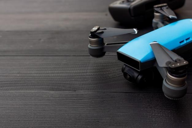Drone em madeira preta