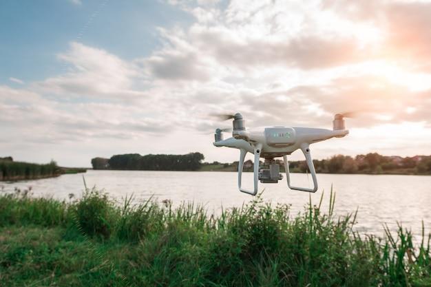 Drone quad helicóptero no rio