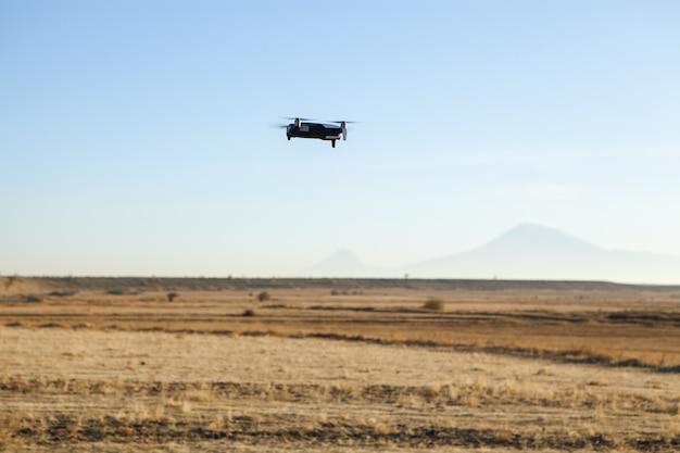 Drone quadcopter com câmera digital