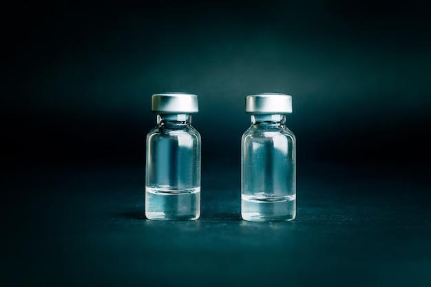 Duas ampolas médicas