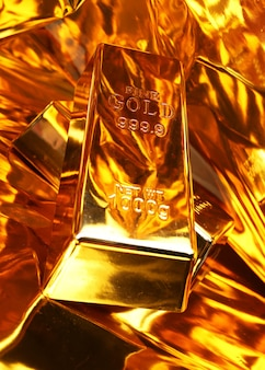 Duas barras de ouro em um dourado