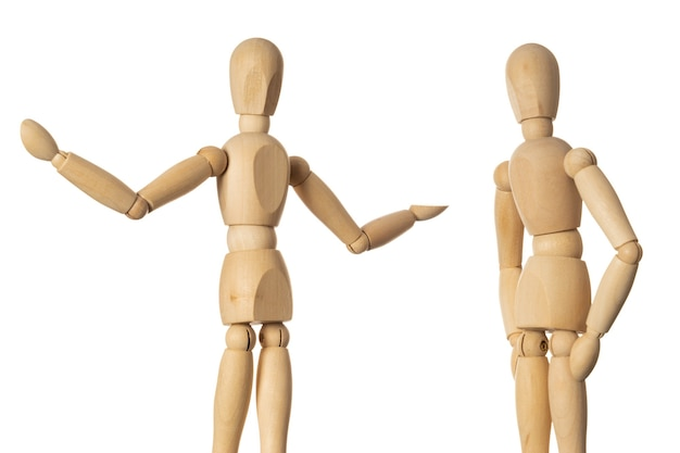 Duas bonecas de madeira que falam alegremente sobre o conceito de encontro de velhos amigos em fundo branco