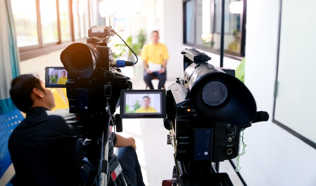 Duas câmeras de vídeo