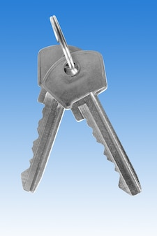 Duas chaves prateadas sobre o fundo azul