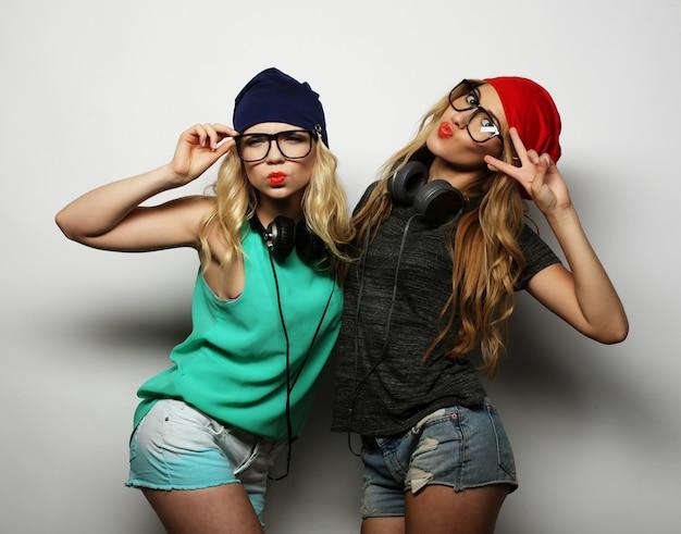 Duas garotas hipster de melhores amigas