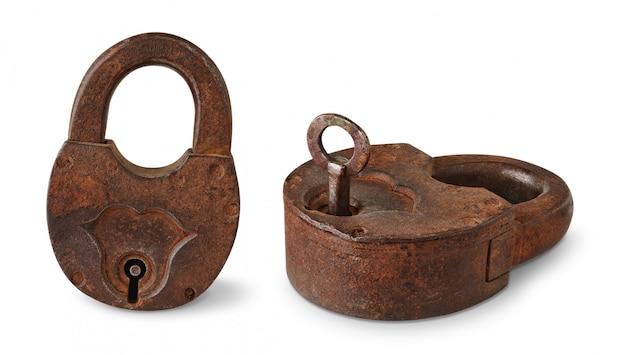 Duas imagens do cadeado enferrujado velho isolado