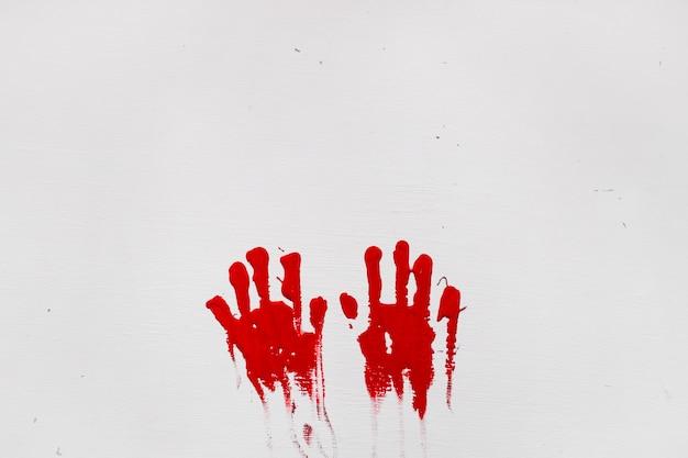 Duas impressões de mãos vermelhas