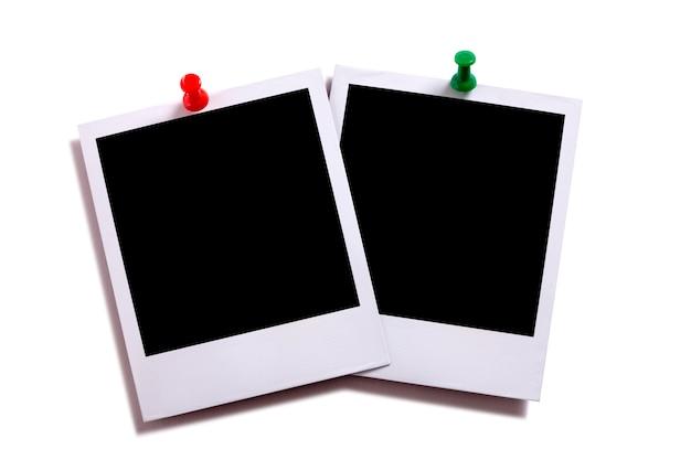 Duas impressões fotográficas instantâneas em branco