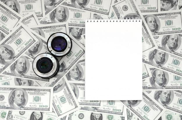 Duas lentes fotográficas e mentira de caderno branco