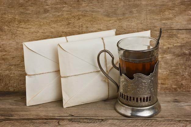 Duas letras e um copo de chá