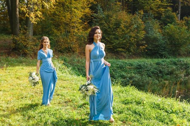 Duas lindas damas de honra
