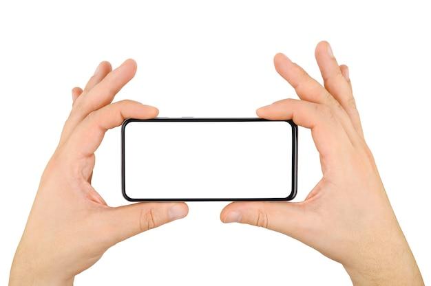 Duas mãos segurando um celular sem moldura com tela vazia, isolada no fundo branco.