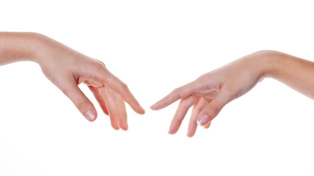 Duas mãos tocando isolado no branco. corpo.