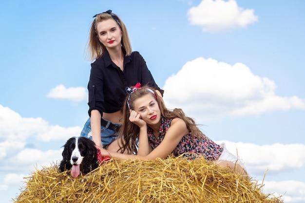 Duas meninas, com, cachorros