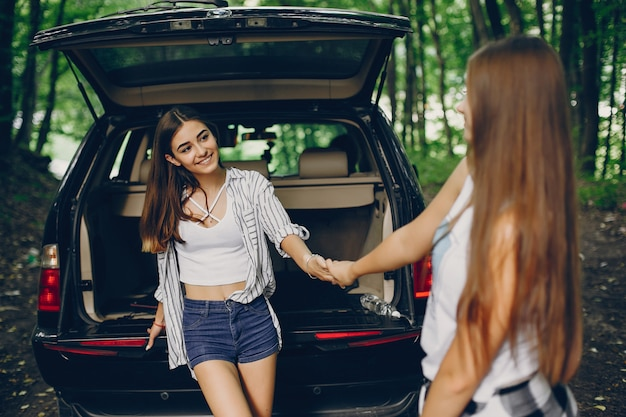 Duas meninas, perto, car