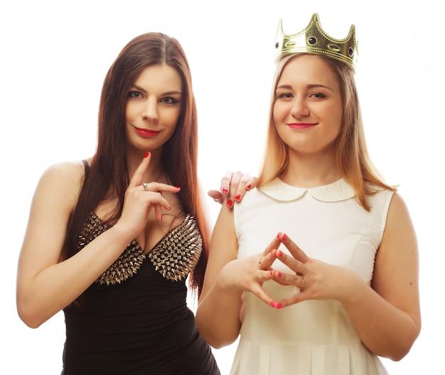 Duas meninas sexy elegantes melhores amigas