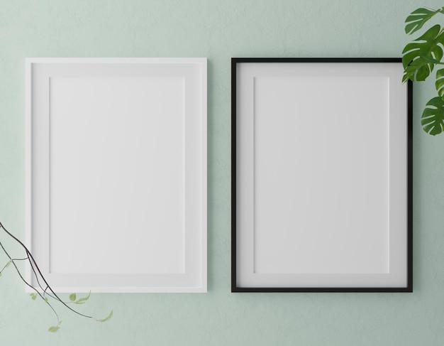 Duas molduras brancas verticais na parede verde