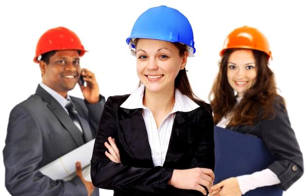 Duas mulheres e uma equipe de arquitetos. isolado em um fundo branco.