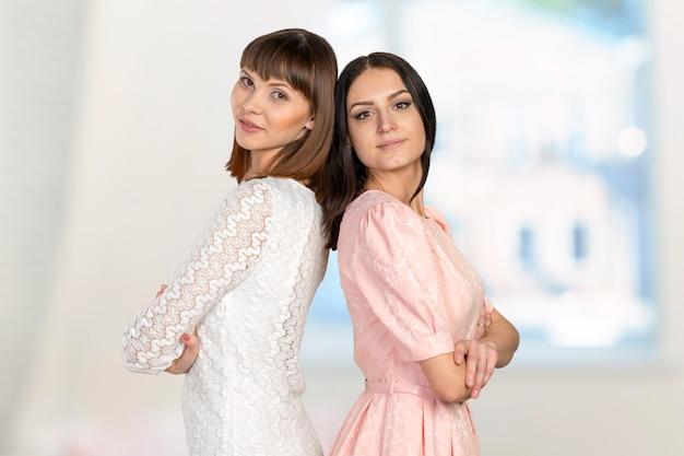 Duas mulheres, ficar, costas, para, costas