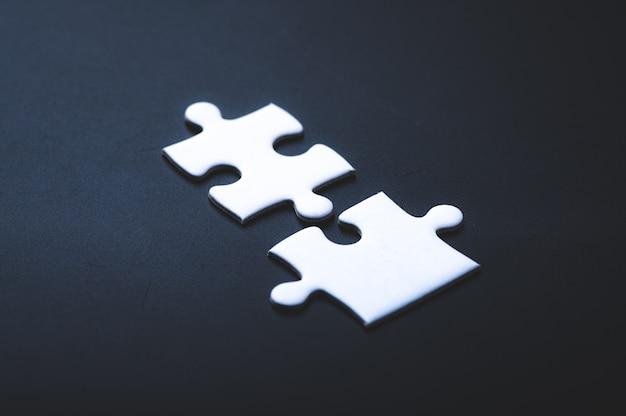 Duas peças de quebra-cabeça ou símbolo de peça de quebra-cabeça de autismo