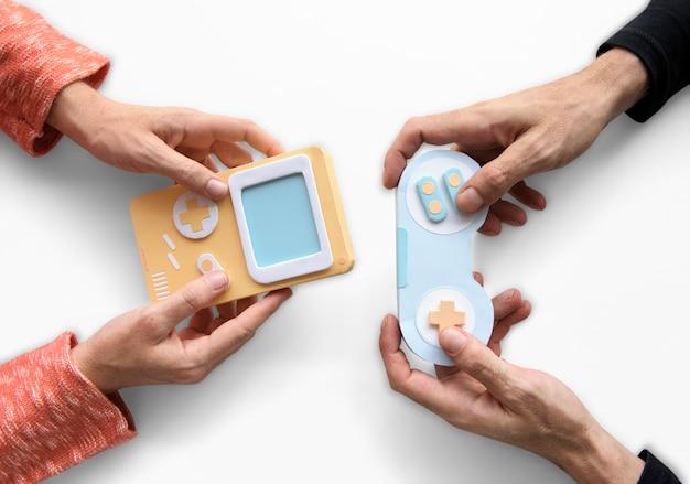Duas pessoas jogando consola de jogos