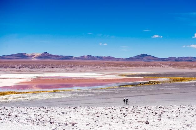 Duas pessoas na lagoa do colorado