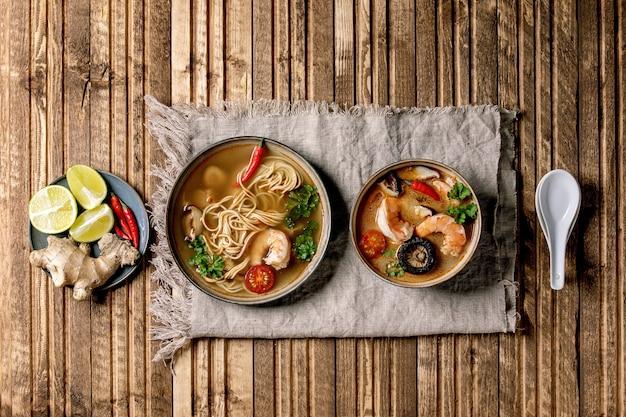 Duas sopas asiáticas picantes