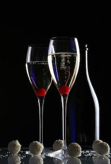 Duas taças com champanhe