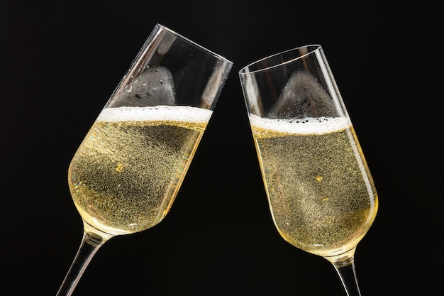 Duas taças de champanhe festivas