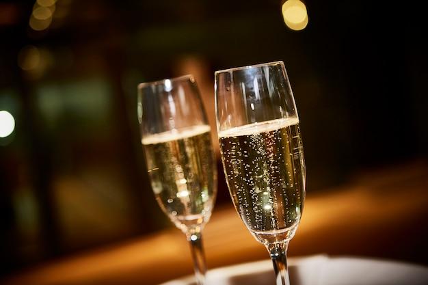 Duas taças de champanhe
