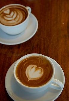 Duas xícaras de café no dia dos namorados