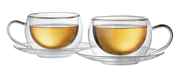 Duas xícaras de chá de vidro isoladas no fundo branco