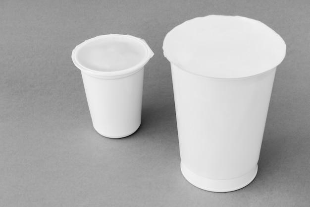Duas xícaras de laticínios